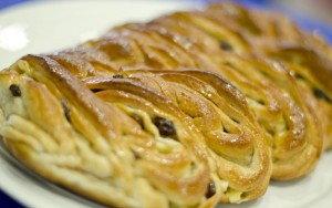 strudel-with-apples-and-raisin